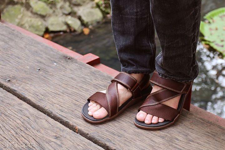 Thoải mái ngày nắng, tiện lợi ngày mưa, sandal nam diện được