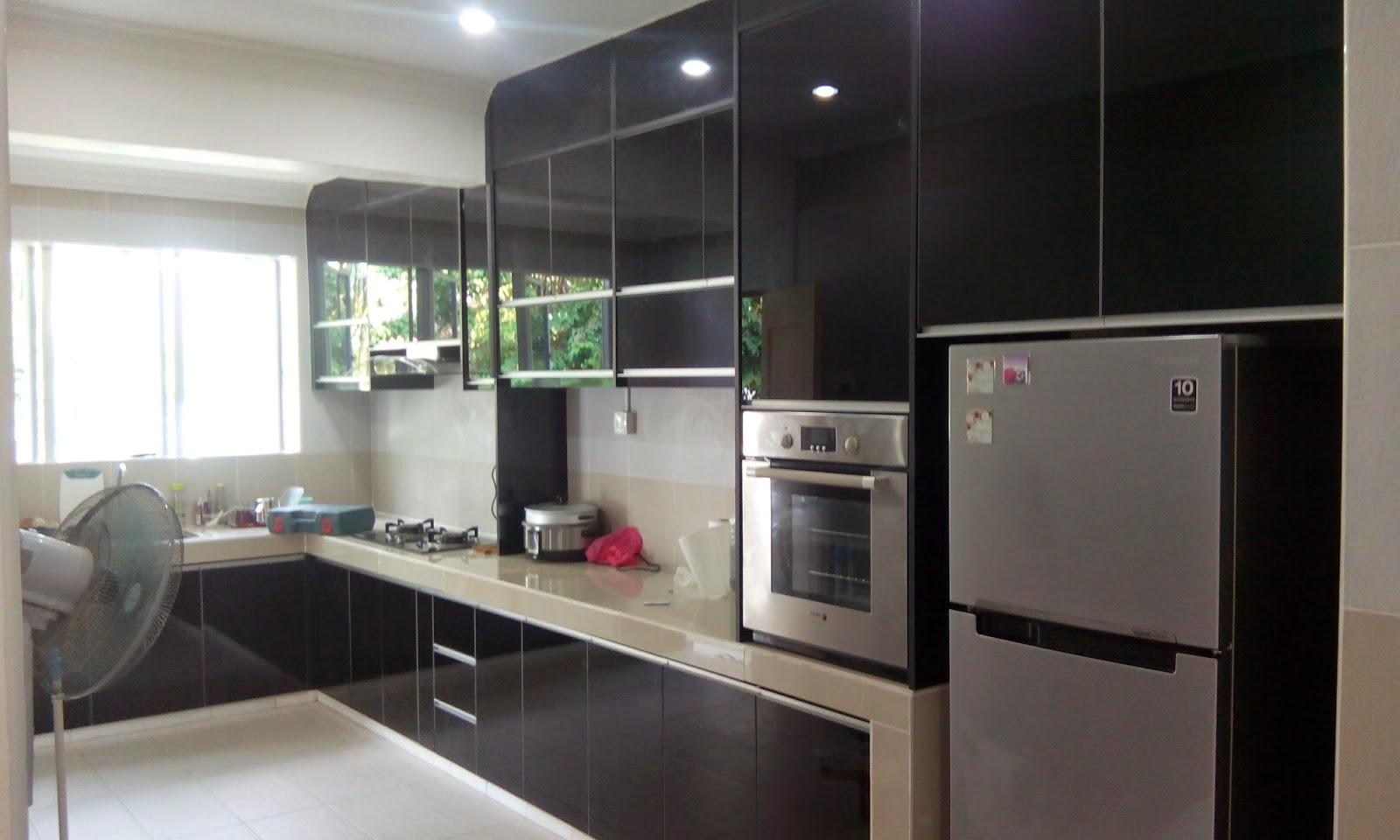 Kabinet Dapur Terus Dari Kilang 4g Gl Black Mirror Kitchencabinet Gabungan 2 Jenis Material Untuk Pintu Iaitu