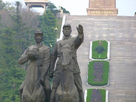 Taoism China: statuia soldatilor chinezi Maoshan
