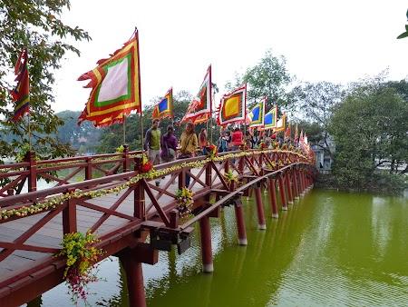 02. Templul de pe lac Hoan Kiem.JPG