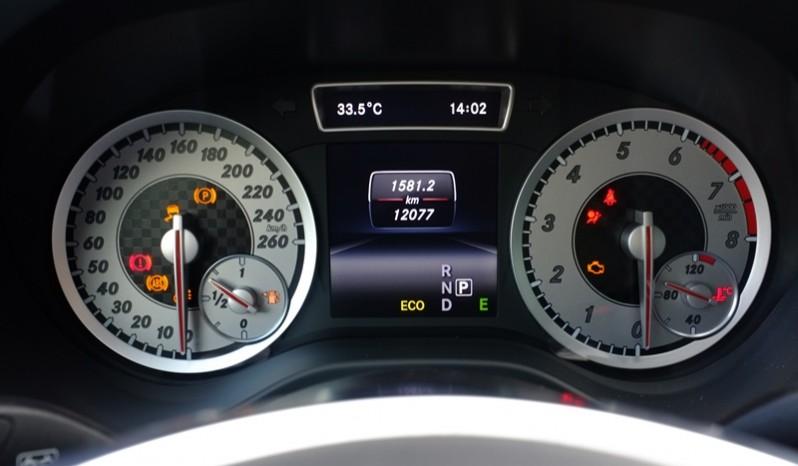 Nội thất xe Mercedes cũ A250 AMG 2014 màu xanh 05