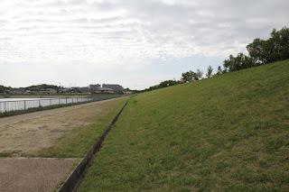 北側堤体を望む