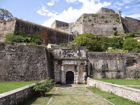 06. Fortareata noua - poarta venetiana.JPG