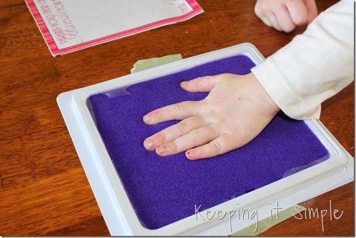 Valentine's-Day-Handprint-Heart #freeprintable (2)