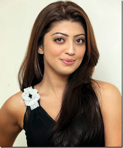 pranitha_latest_beautiful_still