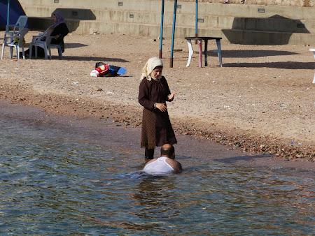 Obiective turistice Iordania: Plaja publica Aqaba.