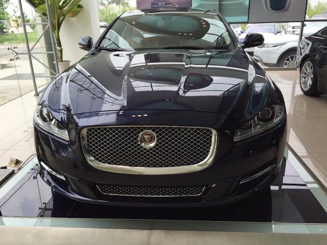 Xe Jaguar XJL Premium Luxury LWB màu đen 01