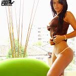 Andrea Rincon - Selena Spice - Striptease Segunda Prenda Foto 33