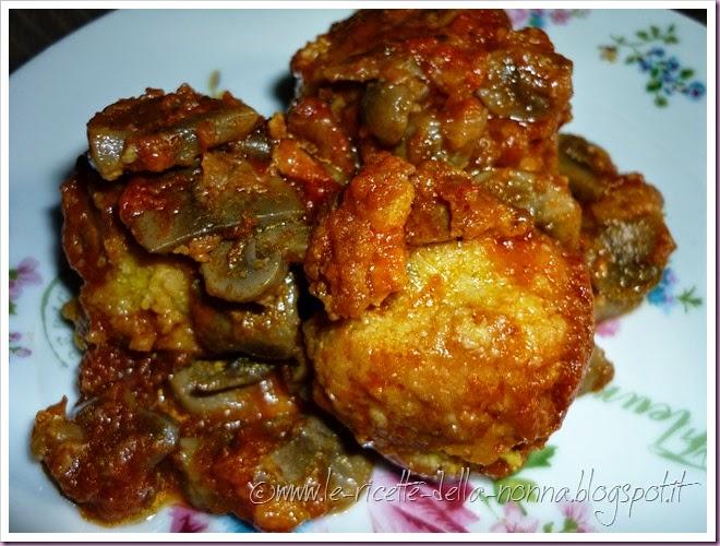 Polpette di zucca vegetariane al sugo di pomodoro e funghi (17)