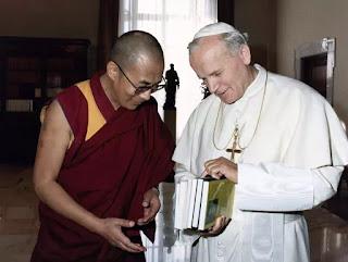 Họ gặp được nhau, tôn trọng, quý mến nhau thật sự, vì họ thực sống tâm linh, dẫu mỗi vị một nẻo rõ là khác nhau.