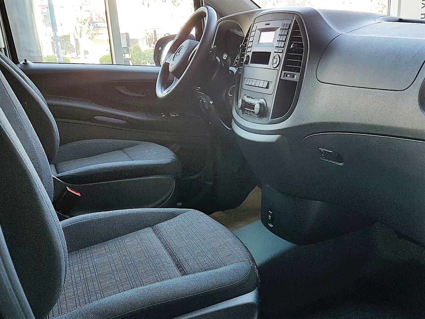 Nội thất Xe Mercedes Benz Vito Tourer 121 8 Chỗ Máy Xăng 03
