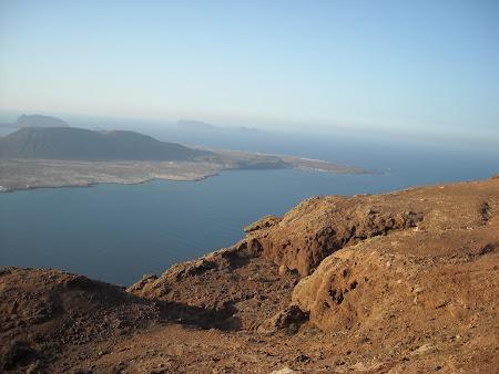 Insula La Graciosa văzută de lângă Mirador del Rio