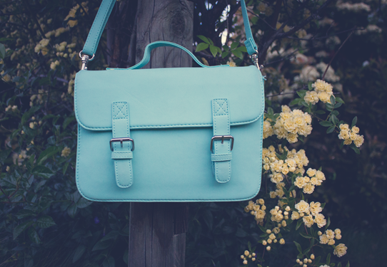 This mint satchel purse is my new favourite handbag | Lavender & Twill
