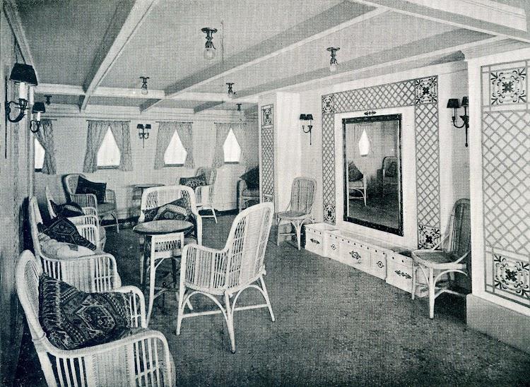 Reparacion de interiores en el LEON XIII. 1922. Galeria de 1ª Clase. Del libro OBRAS. S.E. de C.N. AÑO 1922.jpg