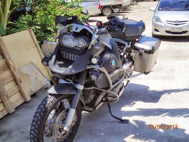 Shippink the bike BKK to CPT 004.JPG