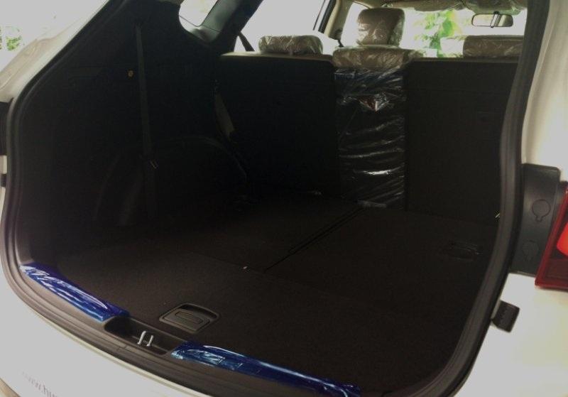 Nội thất xe Hyundai Santafe 7 Chỗ máy xăng màu trắng 026