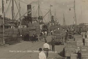 Vida Marítima en el Puerto de La Luz. Exportación de plátanos en vapores de bandera extranjera. Foto del ARCHIVO FEDAC.jpg
