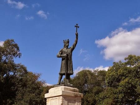 Statuia lui Stefan cel Mare si Sfant la Chisinau