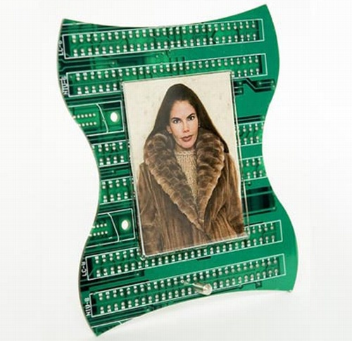 photo-frame-from-recycled-circuit-board_pIc1l_24429