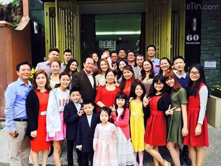 Hihi...lần đầu tiên post hình đại gia đình luôn nè... Mong gia