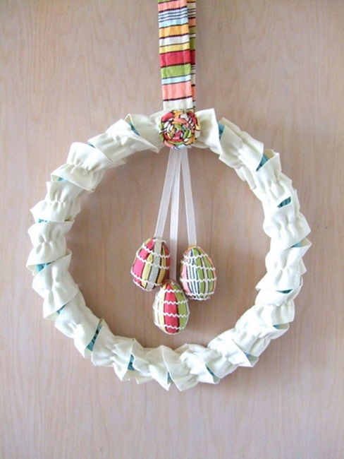 Fabric Easter Wreath. Click for 40 more #DIY #Wreath Ideas