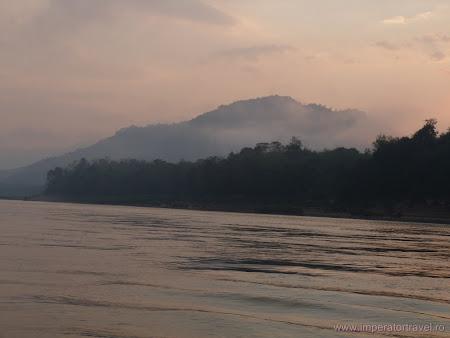 Imagini Laos: rasarit soare pe Mekong