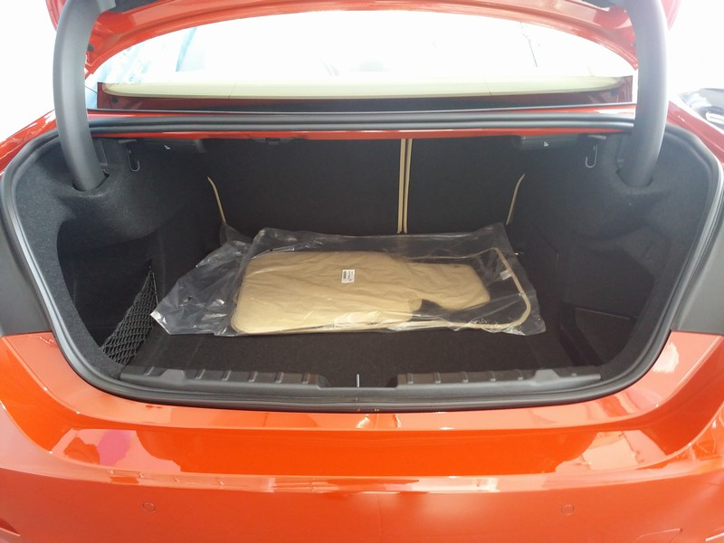 Ngoại thất xe BMW 420i Coupe màu đỏ 05