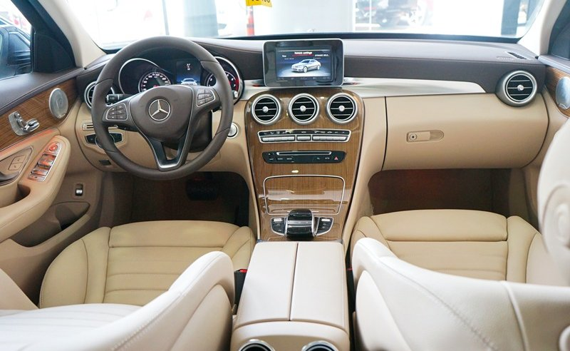 Nội thất xe Mercedes Benz C250 Exclusive new model 01
