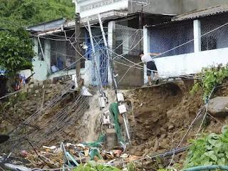 Hiện trường vụ sập nhà khiến 3 người chết, nhiều người bị thương tại thôn Thành Phát.