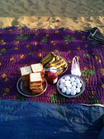 Mic dejun in desert in India