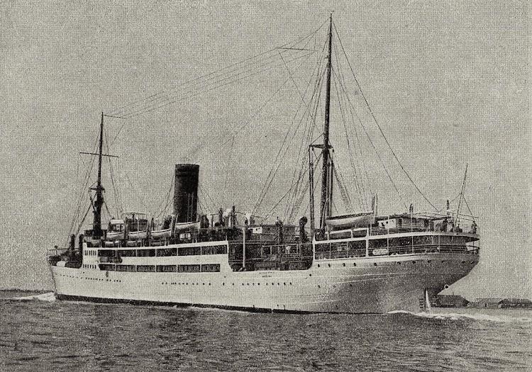 Vista por la aleta de babor del crucero MANUEL ARNUS. Libro de Información para el Pasajero. Compañia Trasatlantica. Año 1928.jpg