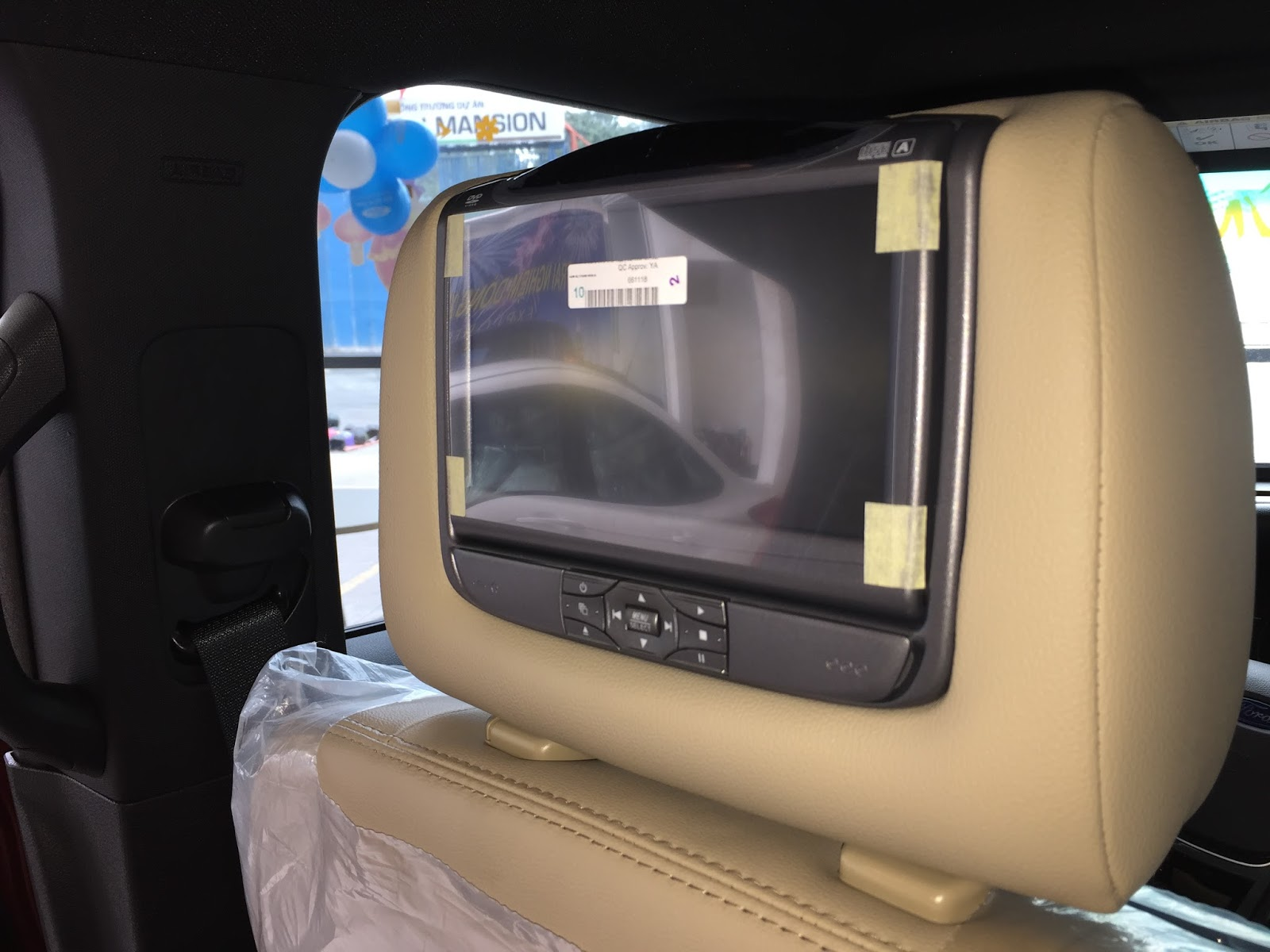 Nội thất xe Ford Explorer Limited 4WD màu xám 010
