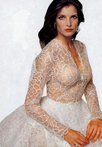 8-26-stephanie-seymour-bride