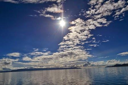 Soare superb pe lacul Titicaca