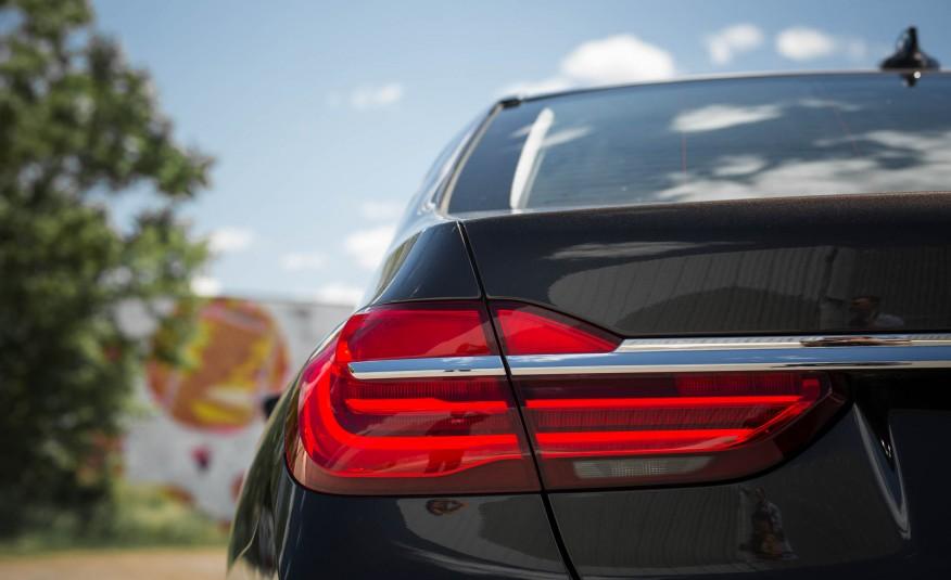 Ngoại thất xe BMW 730Li new model 010