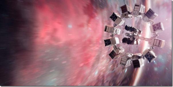 Het ruimteschip nadert het wormgat
