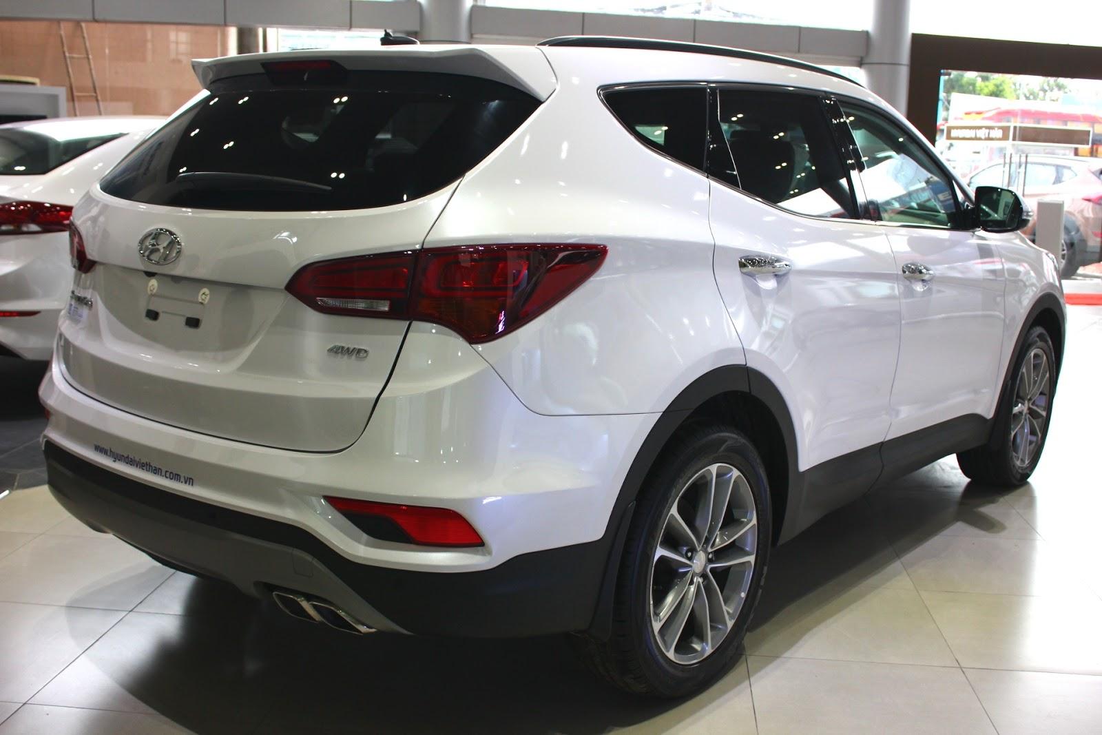Xe Hyundai Santafe 7 Chỗ máy xăng màu trắng 012