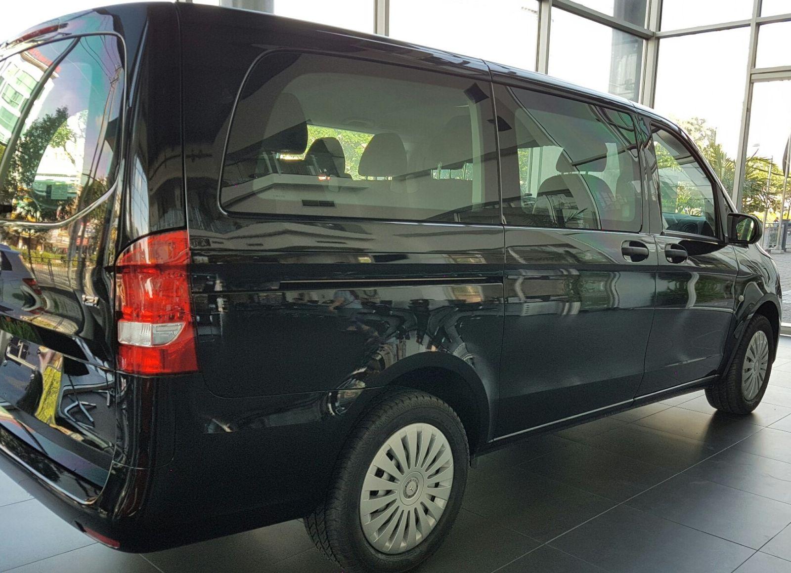 Ngoại thất Xe Mercedes Benz Vito Tourer 121 Máy Xăng màu đen 04