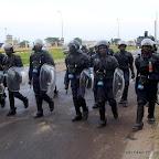 Patrouille des éléments de la PNC le 26/11/2011 sur le boulevard Lumumba devant l'aéroport international de N'djili à Kinshasa, lors de l'arrivé d'Etienne Tshisekedi en provenance du Bas-Congo. Radio okapi/ Ph. John Bompengo