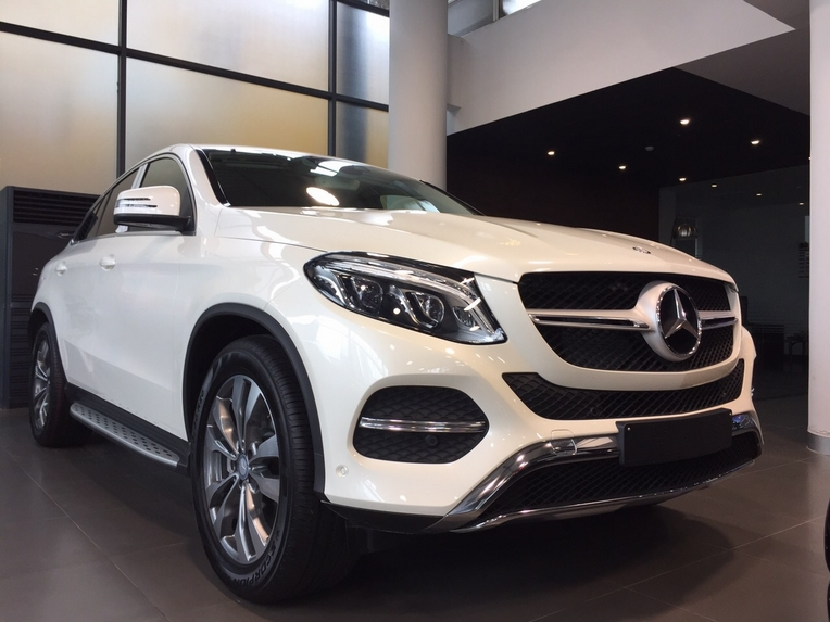 Xe Mercedes GLE 400 Coupe 4Matic màu trắng 01