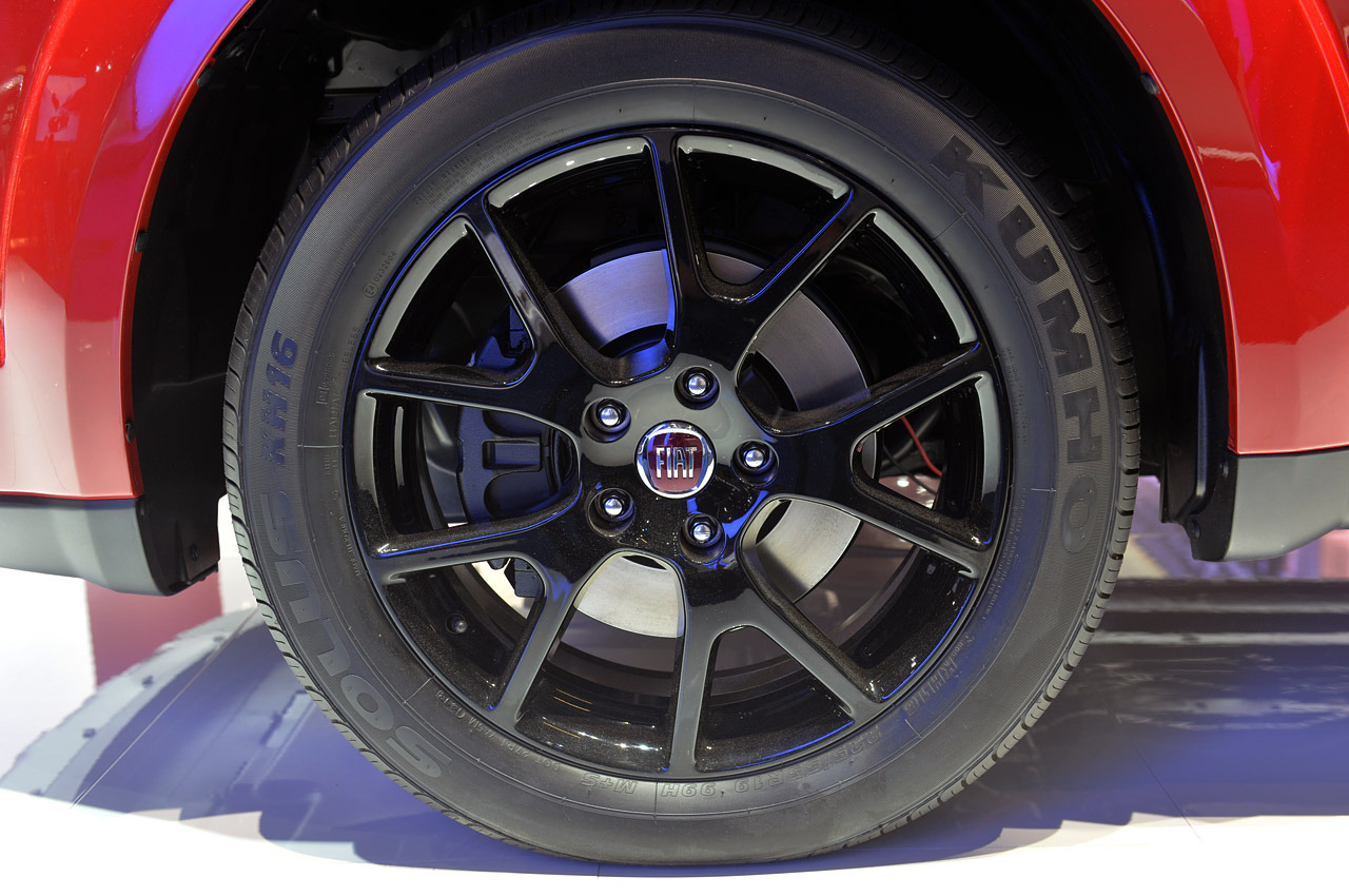 Manço, Fiat Freemont'unu Teslim Aldı! - Turkeycarblog