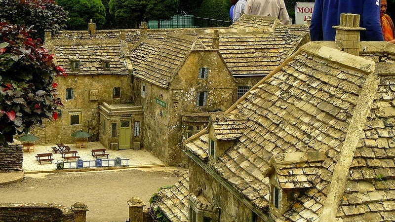 bourton-model-village-17