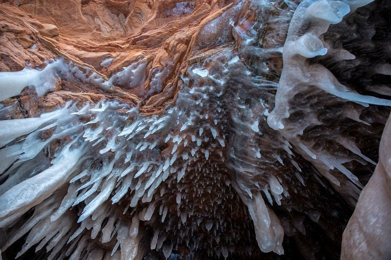 lake-superior-ice-cave-2