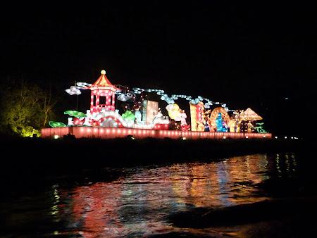 9. Lampioane pe malul canalului.JPG