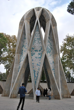 Neishabur - monumentul Omar Khayyam
