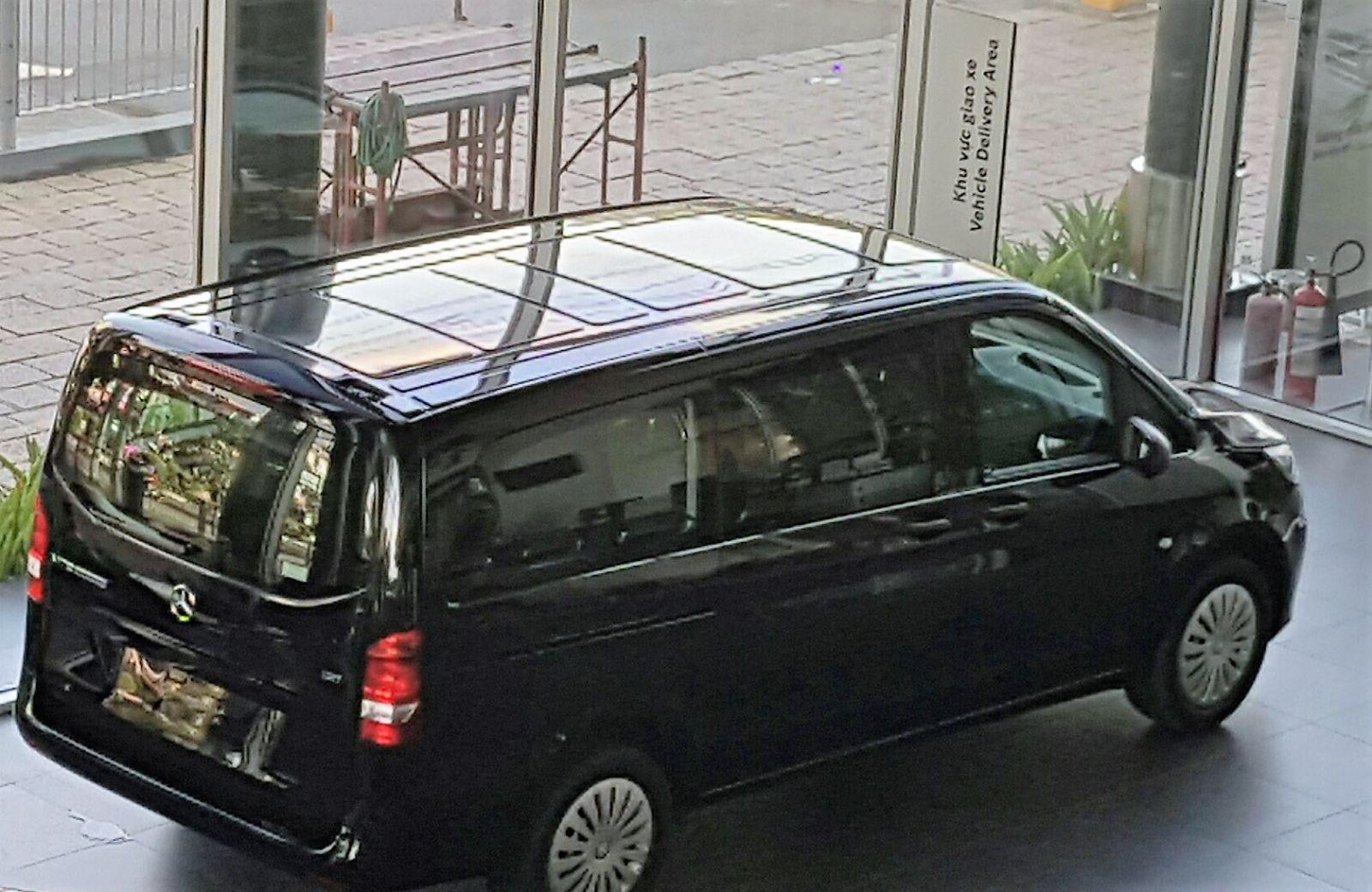 Ngoại thất Xe Mercedes Benz Vito Tourer 121 Máy Xăng màu đen 06