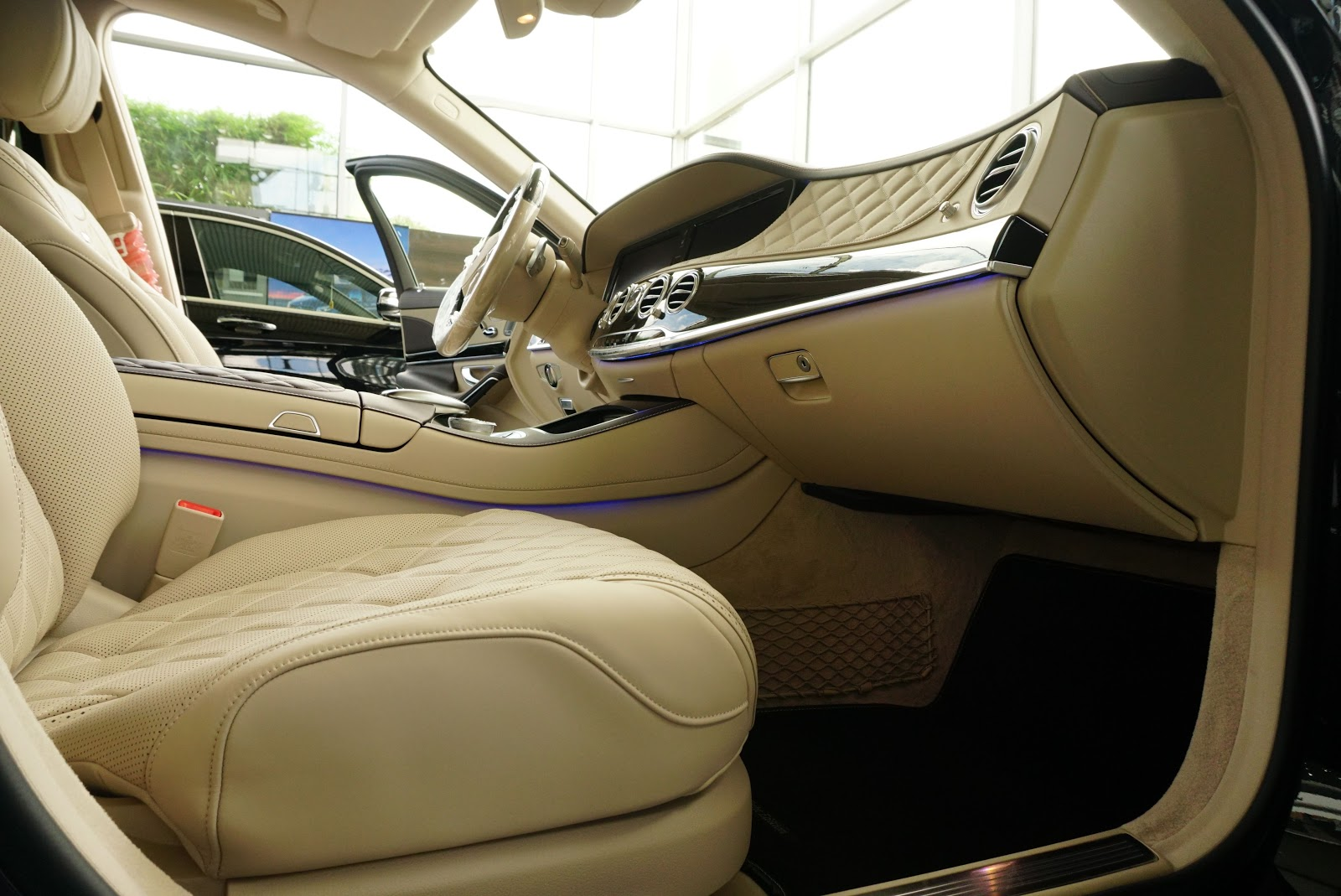 Nội Thất Xe Mercedes Benz S600 MAYBACH Màu Đen 04