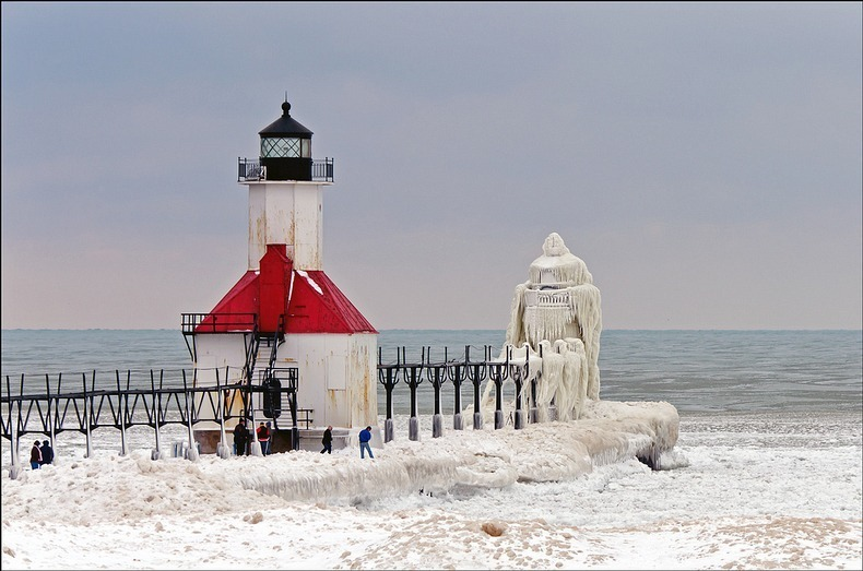 frozen-lighthouses-1