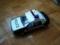 foto mainan mobil polisi hasil kamera HTC OnePlus One