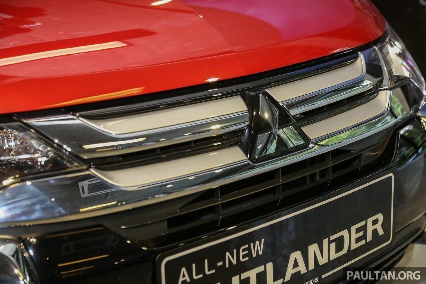 Xe Mitsubishi Outlander 7 chỗ nhập khẩu màu đỏ 01
